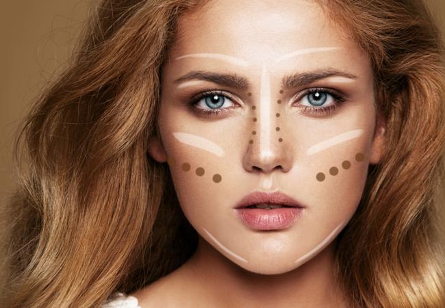 Få dit ansigt til at se slankere ud med disse makeuptricks