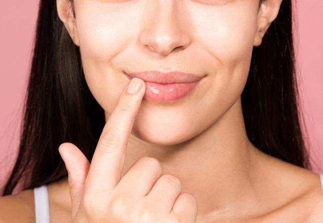 Hjælp til tørre læber om vinteren – hjemmelavede scrub og masker